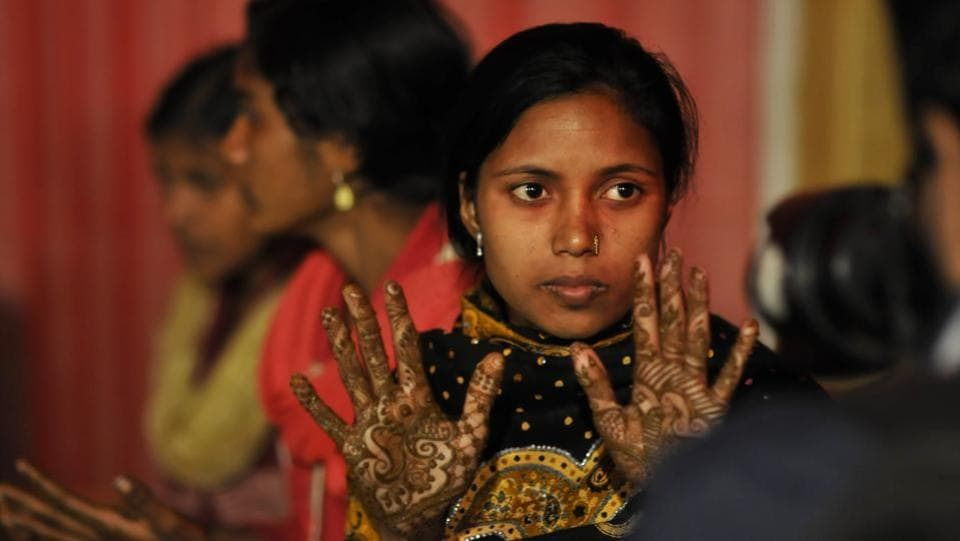 Brides get henna (mehndi) on their hands before the wedding at Ramlila ground, in Noida on Friday, December 16, 2016.  (Sunil Ghosh / HT photo)