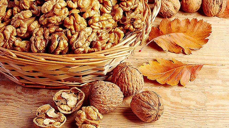 Walnuts are rich in antioxidant and anti-inflammatory components.