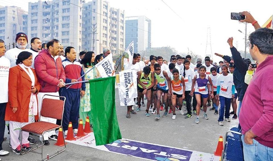 Over 500 reside nts of Vasundhara and nearby areas participated in the half marathon on Sunday.