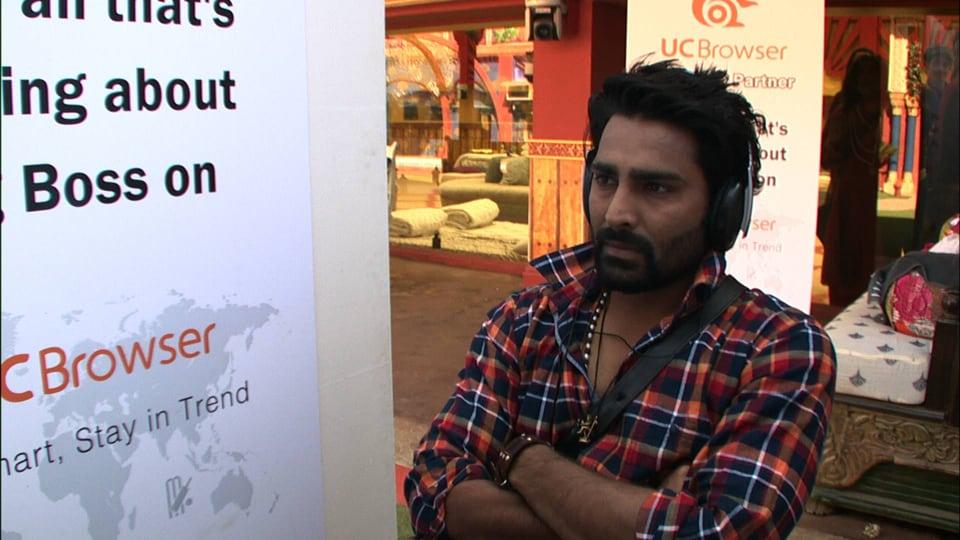 """Manveer comes across a conversation between Bani and Gaurav about him and Mona where Gaurav says, """"Mai task me raha hu, mujhe kuch bhi bhai-behen jaisa nahi dikha""""."""