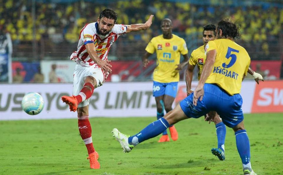 It remained neck and neck for the remainder of the 90 minutes. Kolkata marquee Helder Postiga was subbed off before extra time, which also went goalless. (AFP)