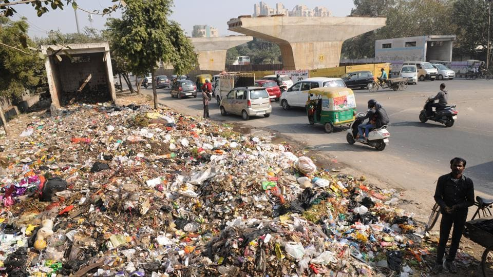 Ngt announces fine of rs 10k for throwing solid waste in public places india news hindustan - Rd wastebasket ...