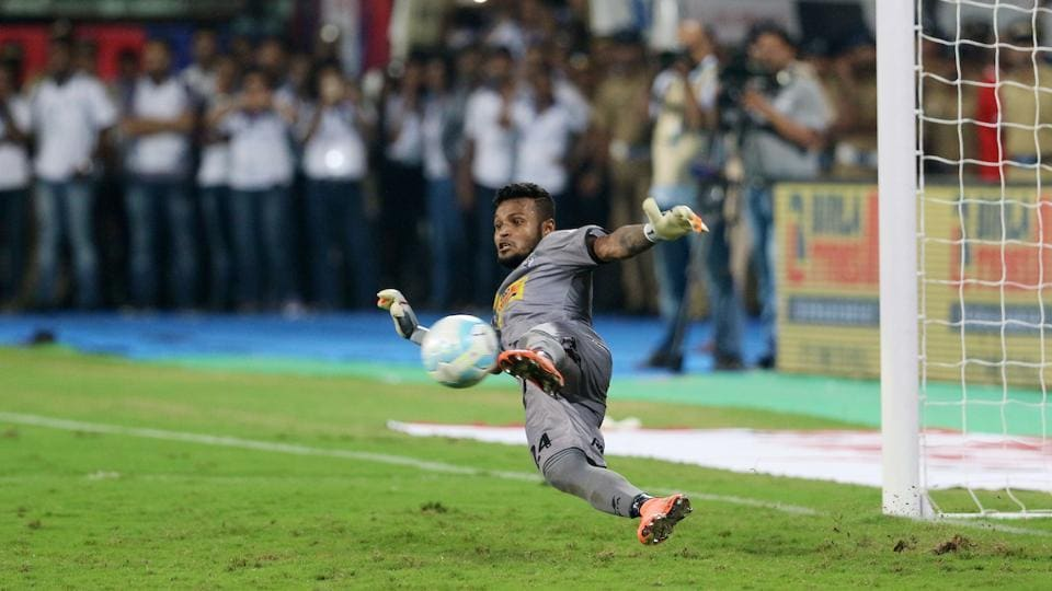 Kolkata were under the pump after ISL's highest goalscorer Iain Hume missed his penalty. Goalkeeper Debjit Majumder however put them on the cusp of victory after a spectacular save of Cedric Hengbart's penalty. (Vipin Pawar / ISL / SPORTZPICS)