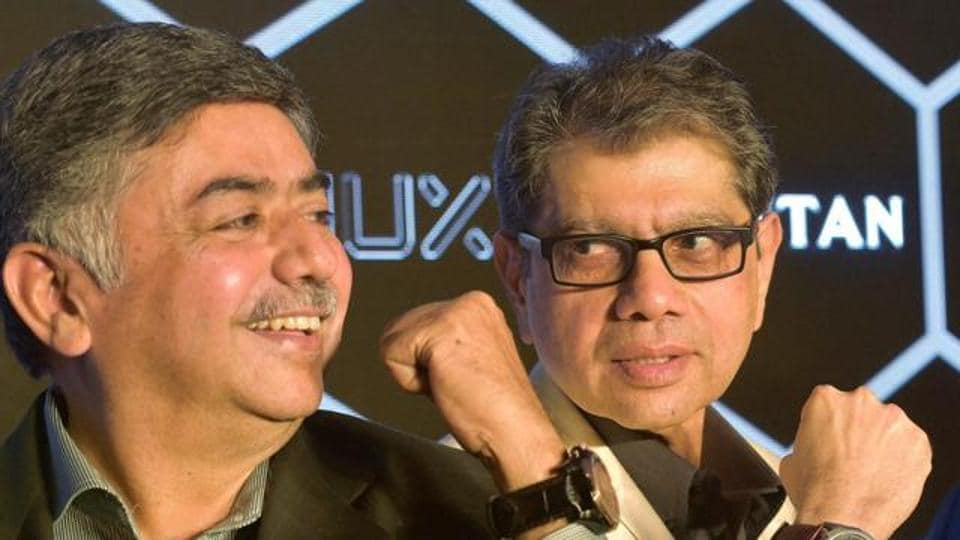 Managing Director of Titan Co limited, Bhaskar Bhat along with CEO of Watches and Accessories Division of Titan, S Ravi Kant during the the launch of Titan JUXT - Titan's smartwatch.