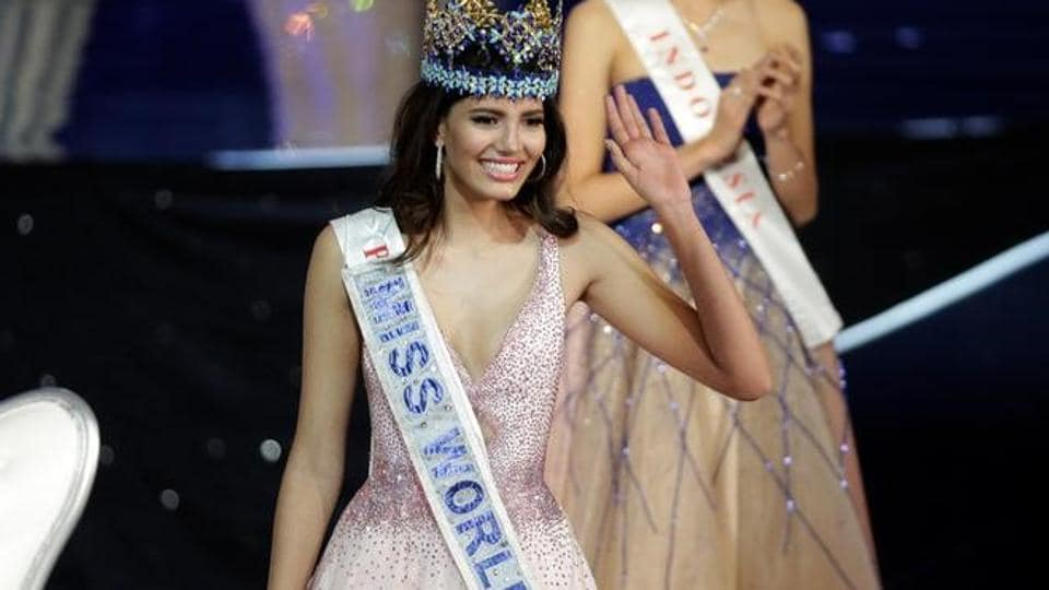 Miss Puerto Rico Stephanie Del Valle waves after winning the Miss World 2016 in Oxen Hill, Maryland, US.