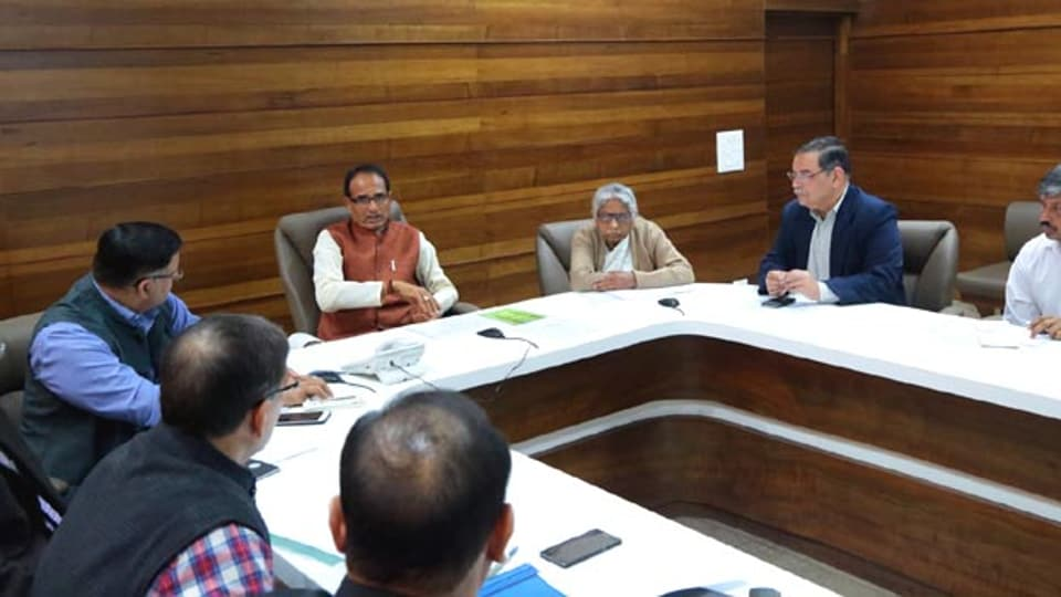 A cabinet meeting held on Monday discussed the initiatives required to be taken to promote cashless economy in all departments.