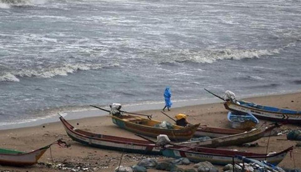 Seven Tamil Nadu fishermen were arrested by Sri Lankan Naval personnel for allegedly fishing near Neduntheevu in the island nation