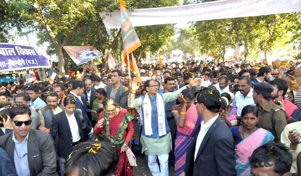 Chief minister Shivraj Singh Chouhan in Dindori during Narmada Sewa Yatra. The yatra aims to make the river pollution free.