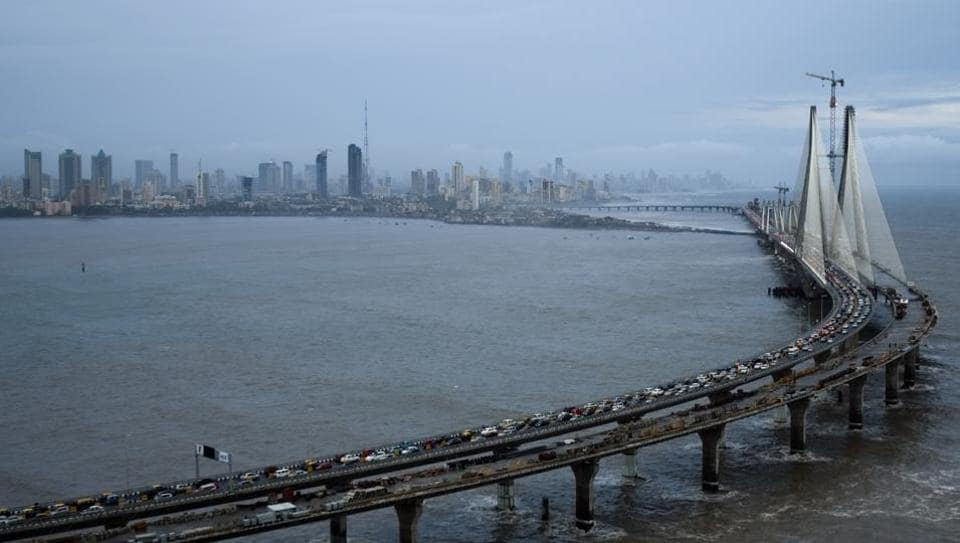 Motorcycle accident,Mumbai,Worli sealink