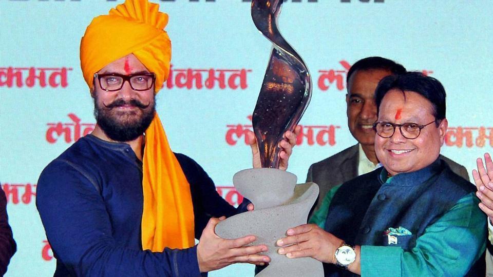 Lokmat Group chairman Vijay Darda felicitates Aamir Khan during a function in Kolhapur.