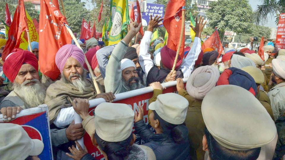 Policemen blocking the agitated farmers from reaching the residence of cabinet minister Bikram Singh Majithia at Green Avenue in Amritsar on Monday.