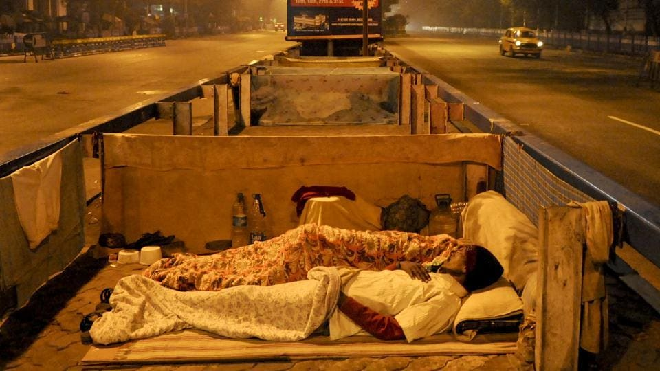 People sleep on a footpath in Kolkata's Park Street. (Subhendu Ghosh/HT photo)