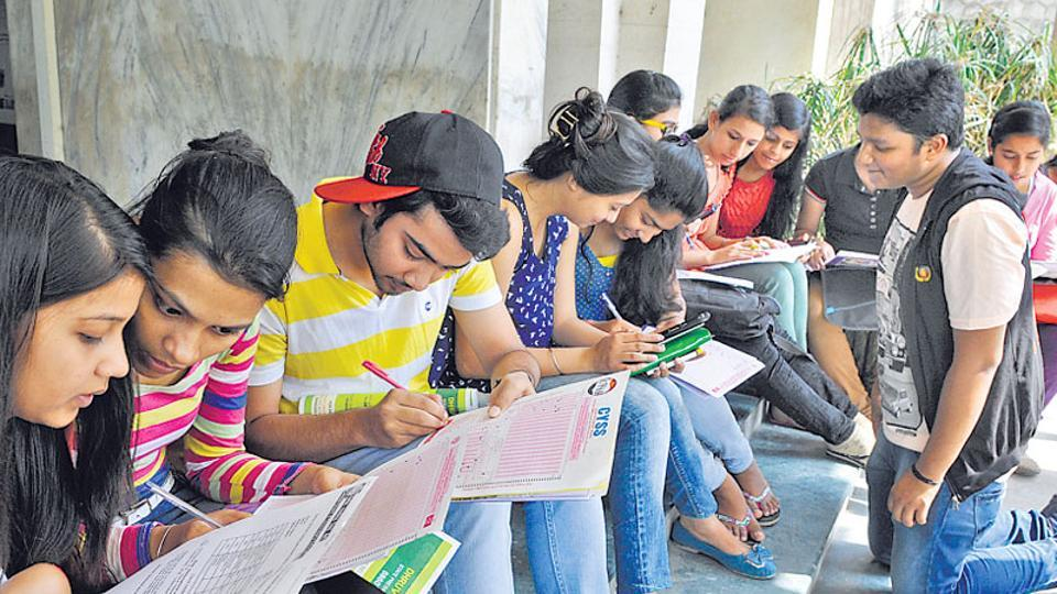 Engineering college,Demonetisation,College fees in old notes