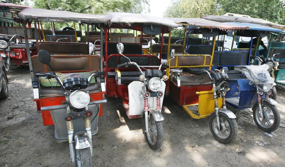 There are over one lakh e-rickshaws in Delhi, of which only 19,000 are registered. There are no legal charging points for the e-rickshaws.