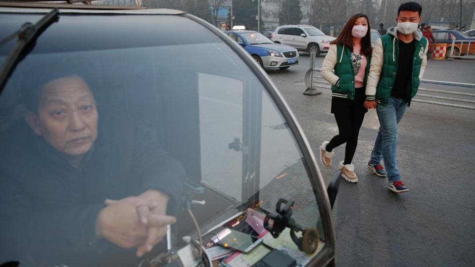 A couple wearing face masks on the road in Langfang, Hebei province. China's ministry of environmental protection reported that 21 other cities across north and central China had also declared pollution red alerts, including Tianjin, Shijiazhuang, Taiyuan and Zhengzhou. (Reuters photo)