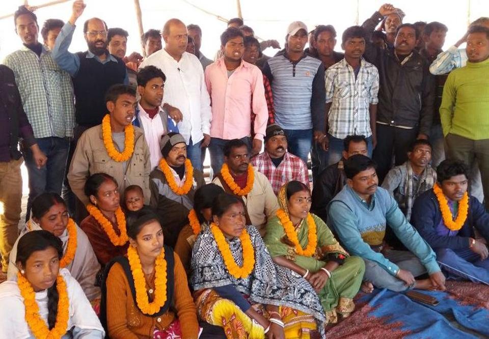 Displaced persons on an indefinite fast at the Maithon Power plant gate in Dhanbad on Wednesday.