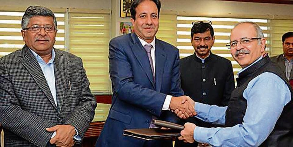 From left: IT minister Ravi Shankar Prasad, Cisco India president Dinesh Malkani and CERT­In director­general Sanjay Bahl exchanging documents in New Delhi on Wednesday