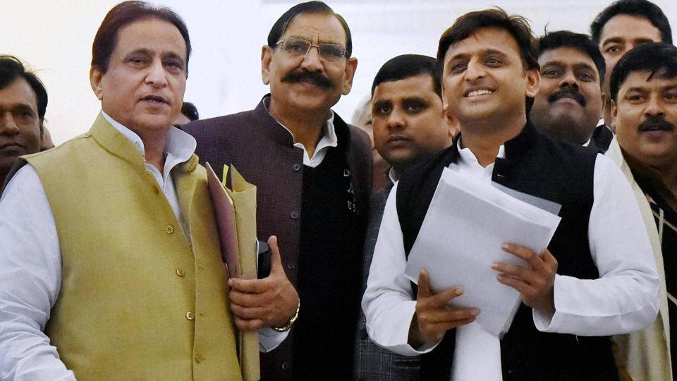 Uttar Pradesh chief minister Akhilesh Yadav on his way to attend state assembly session in Lucknow on Wednesday, Dec. 21,  2016.
