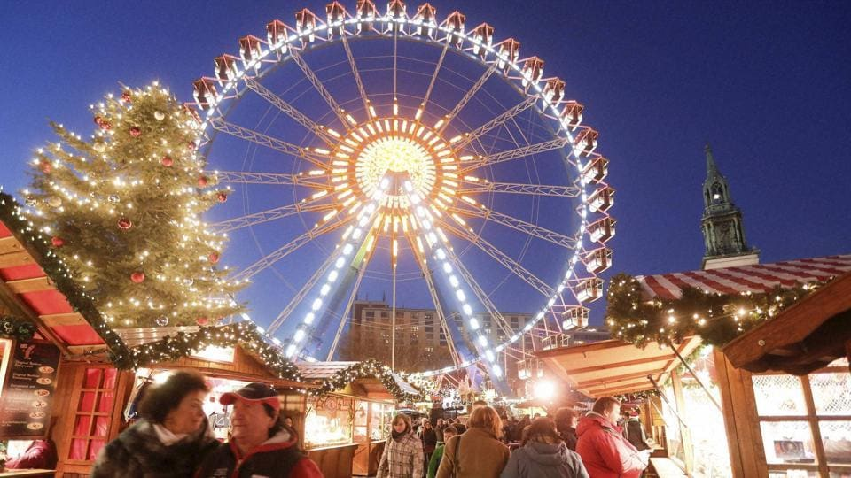 People walk around in the Christmas market near the city hall in Berlin on Wednesday. (AP photo)