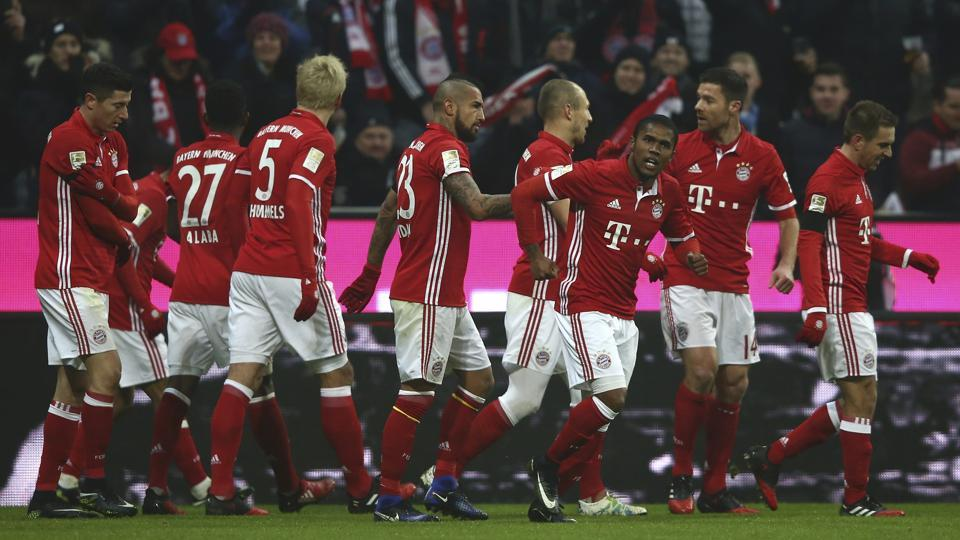 Bayern Munich players celebrate scoring a goal against RB Leipzig in Bundesliga.