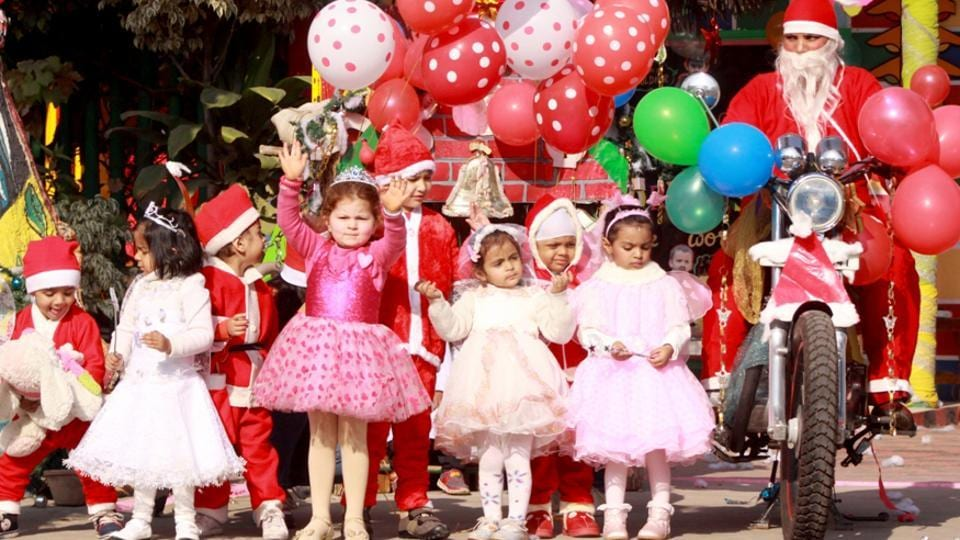 Tiny tots celebrating Christmas in Ludhiana on Thursday. (HT Photo)