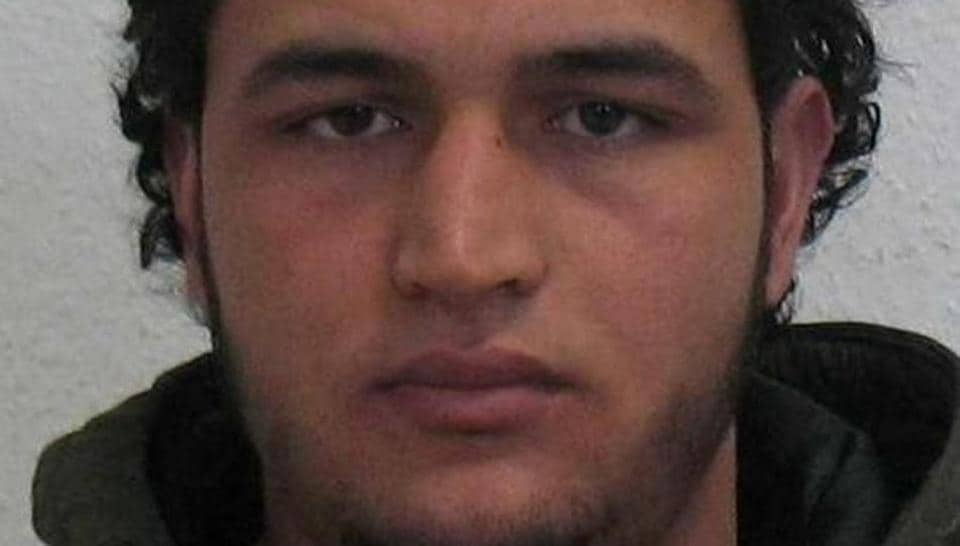 Bild newspaper cited an anti-terrorism investigator as saying that it was clear in spring that the Tunisian suspect - 24-year-old Anis Amri - was looking for accomplices for an attack and was interested in weapons.