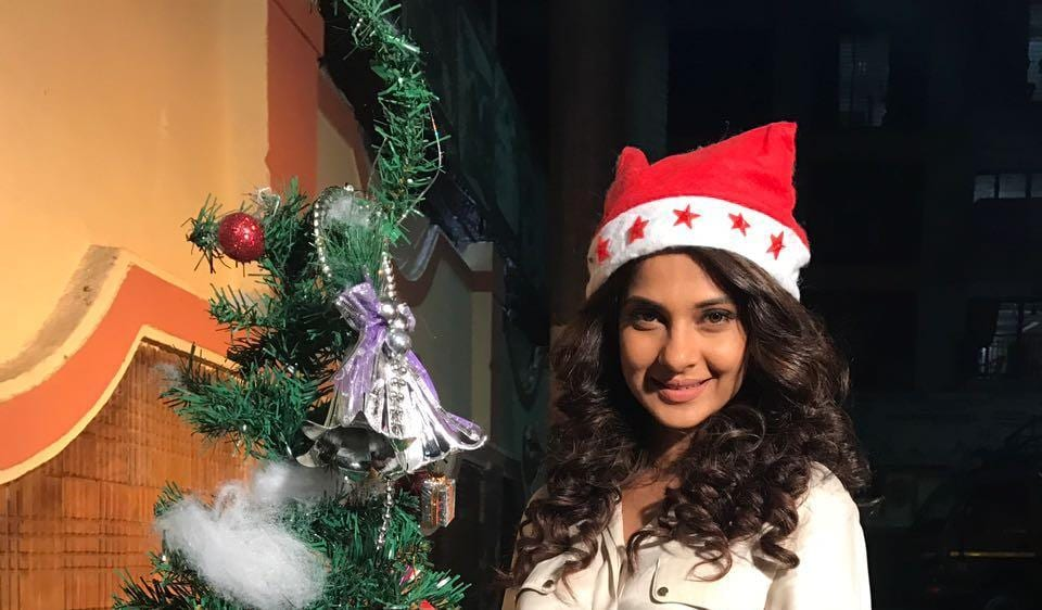 Actor Jennifer Winget says she tries to do something different every year in Christmas.