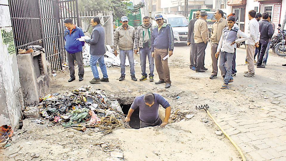 Lucknow Municipal Corporation,Sanitation workers,Unemployment