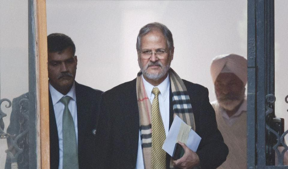 Ending a two-year spell of acrimony, lieutenant governor Najeeb Jung had breakfast with chief minister Arvind Kejriwal on Friday