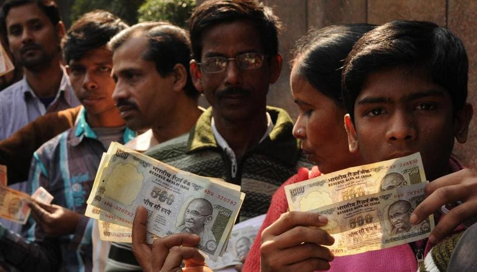 Men stand in queue with old 500 Rs notes in front of the RBI office in Kolkata after demonetisation.