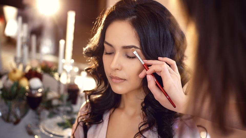 Look your beautiful best this Christmas. Follow these easy-to-do makeup hacks.