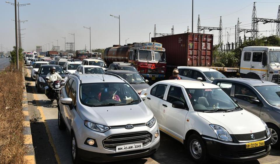 For the first time, the Mumbai traffic police will use portable signboards to give motorists updates during Prime Minister Narendra Modi's function at Bandra-Kurla complex on Saturday
