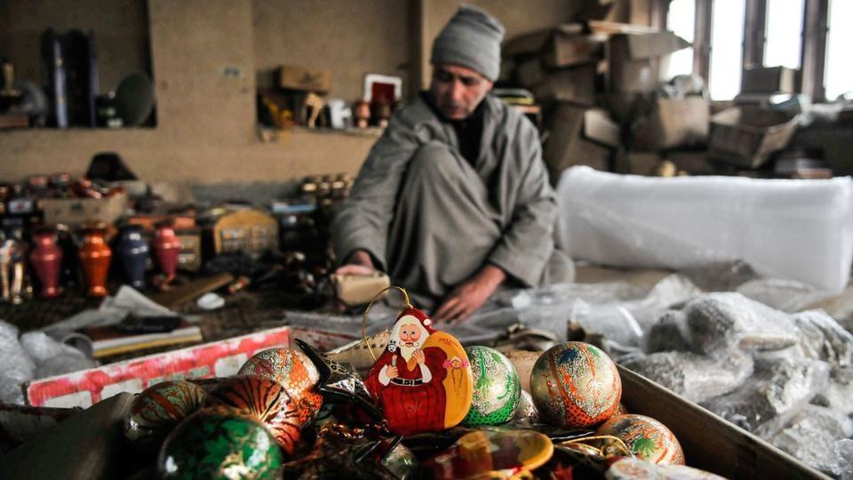 Kashmiri artisans,Christmas decorations,Papier mâché