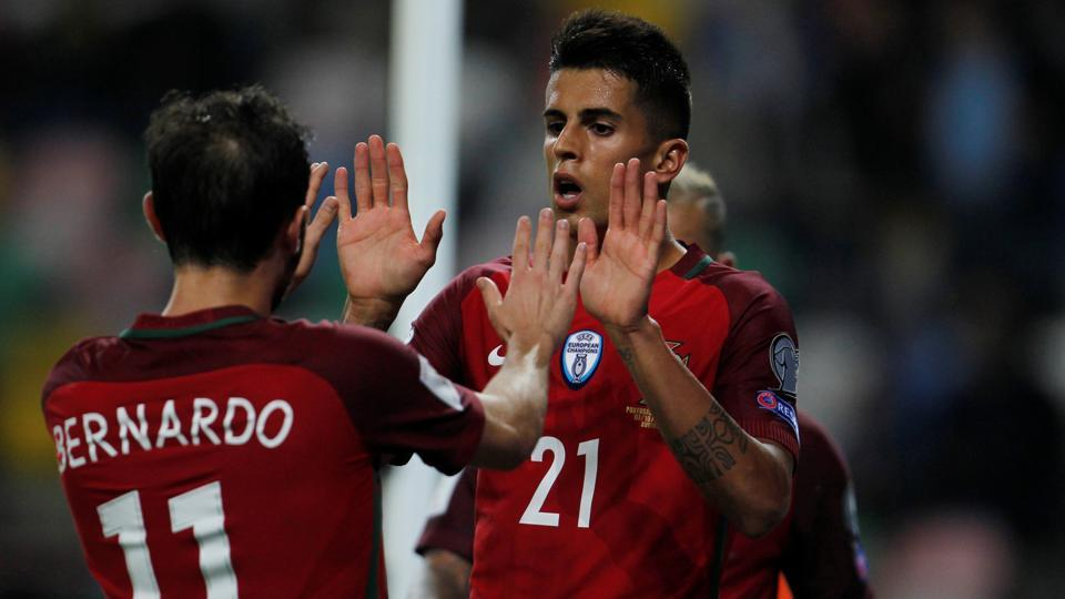 Valencia FCdefenderJoao Cancelo is all set to sign for FCBarcelona next summer.
