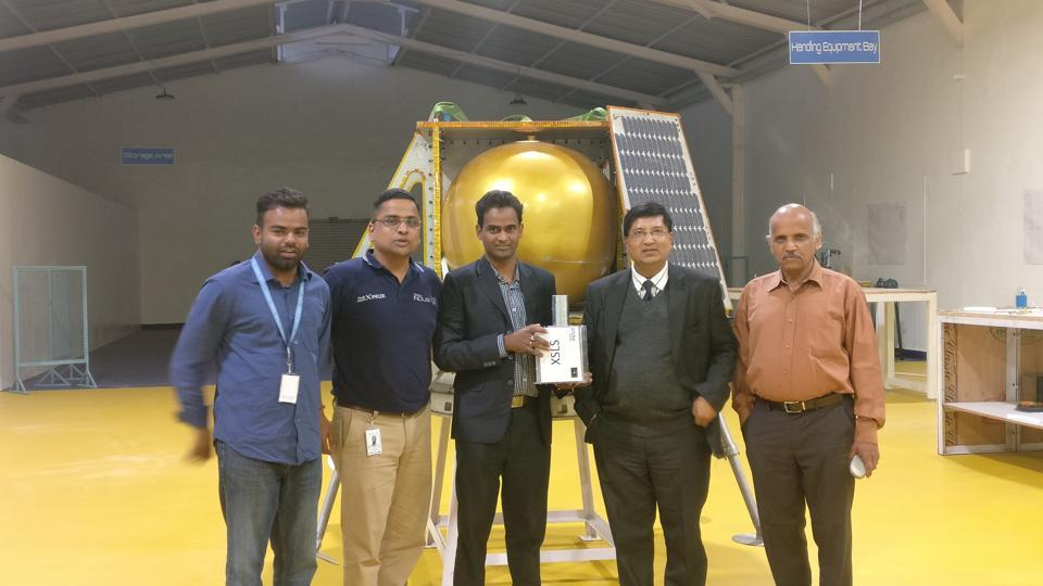 S K Chakrabarti (second from right) with ISRO and Team Indus officials in Bengaluru with the model of the payload to be sent to the moon. Behind them is the model of the lunar lander.