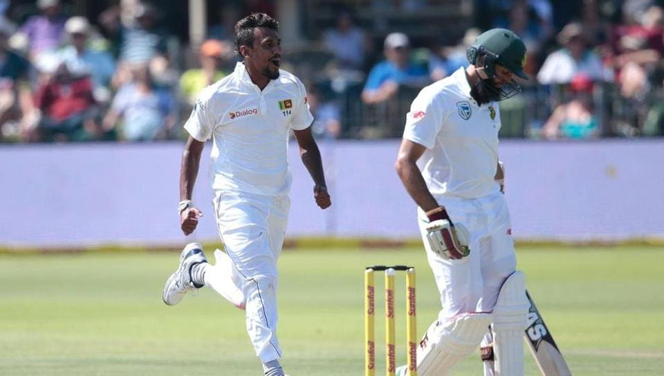 Suranga Lakmal's four-wicket haul helped Sri Lanka share honours with South Africa on Day 1 of the Port Elizabeth Test on Monday