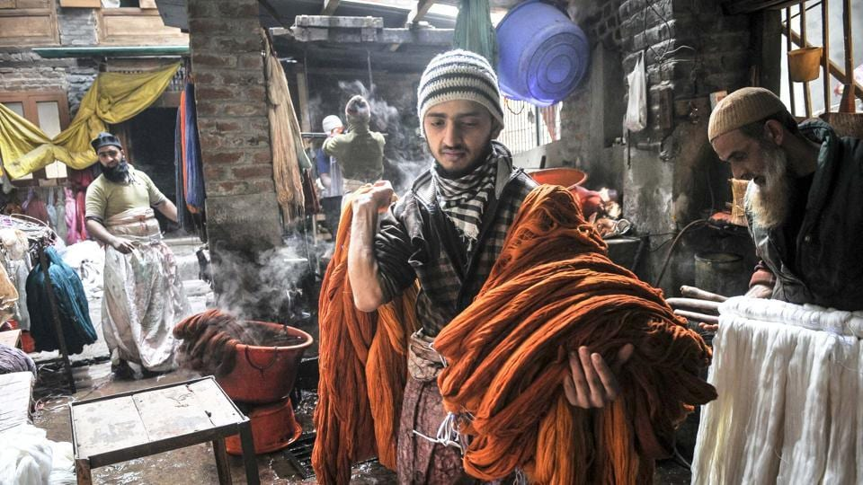 Kashmiri men dye threads at a dyeing centre in Srinagar. The manual dyeing of fabric has been an industry in Kashmir for a long time now. (Waseem Andrabi/HT Photo)