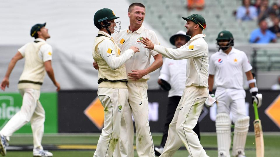 Australia's Jackson Bird (centre) celebrates with teammates Nic Maddinson and Nathan Lyon ) after dismissing Pakistan batsman Misbah-ul-Haq on the first day of the second cricket Test match in Melbourne on Monday