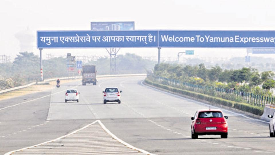 Yamuna expressway,Family robbed on e-way,Kanpur family