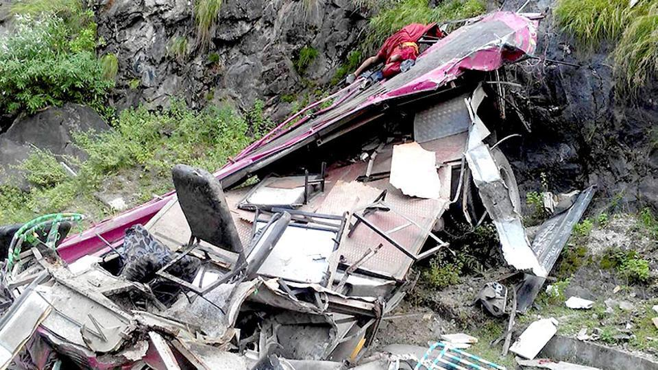 Assam,Army captain killed,Road accidents