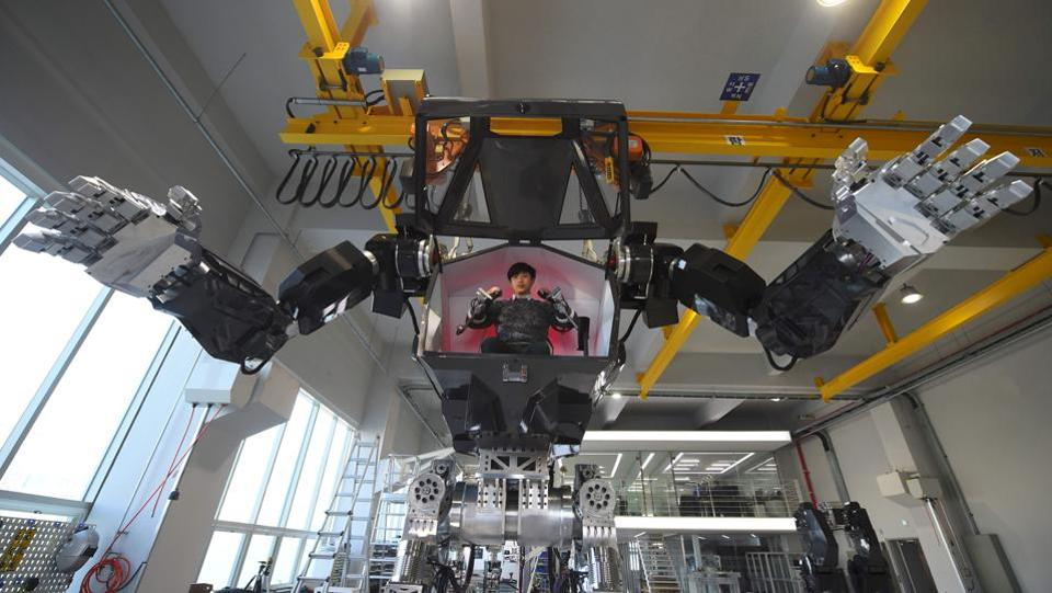 "Engineers test humanoid  Method-2 in a lab of the Hankook Mirae Technology. The hulking human-like creation bears a striking resemblance to the military robots starring in the movie ""Avatar"". (AFP)"