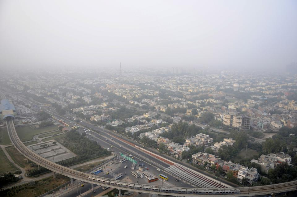 The Noida and Greater Noida authorities have called a meeting of realtors to inform them about the project settlement policy, to resolve the problems in the realty sector.