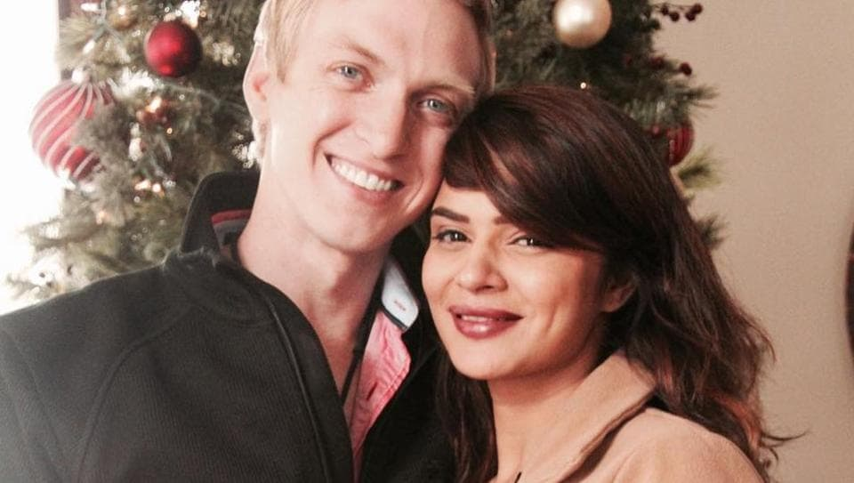 Actor Aashka Goradia, known for her role as an antagonist in popular TV show Naagin, is now engaged. Her boyfriend Brent Goble popped the question on Christmas with a beautiful ring.