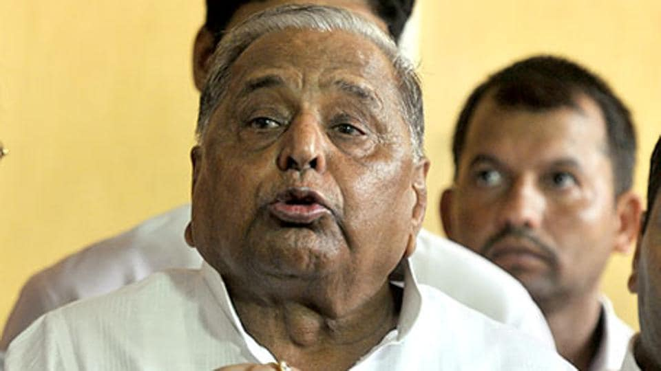 Samajwadi Party rift widens; Mulayam expels son Akhilesh, cousin for 6 years