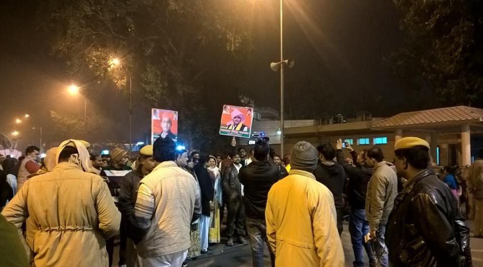 The scene outside CMAkhilesh Yadav's residence in Lucknow on Thursday evening.