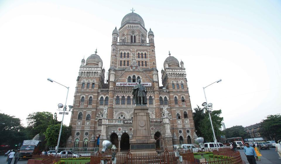 In August 2014, before the code of conduct for the Assembly elections, the BMC standing committee passed proposals worth Rs850 crore in 90 minutes.