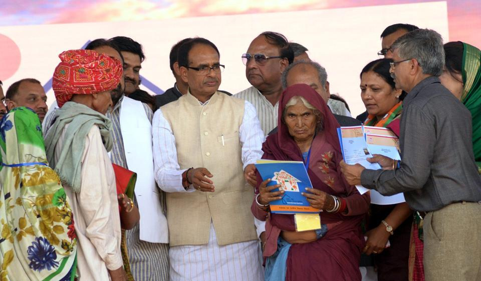 Chief Minister Shivraj Singh Chouhan at launch of PM Avas Yojana at Manavar on Wednesday.
