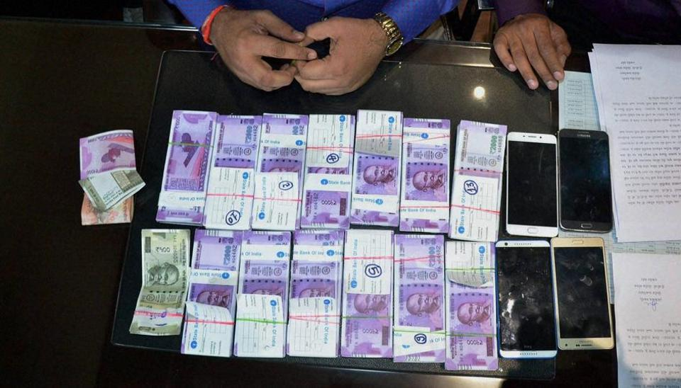 Police display fake currency notes in denominations of Rs 2000 and Rs 500 worth over 26 lakhs seized from two persons in Rajkot, Gujarat on December 26.