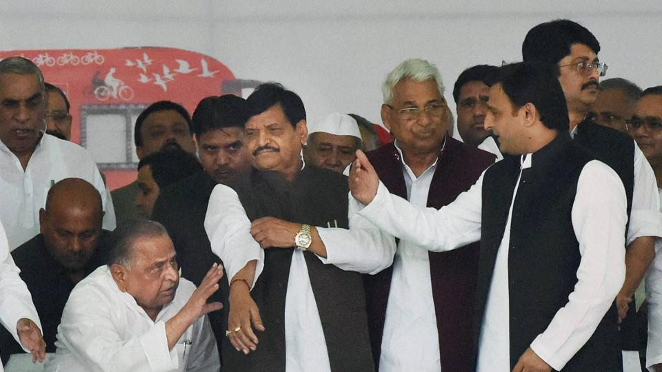 Uttar Pradesh chief minister Akhilesh Yadav (R) with Samajwadi Party chief Mulayam Singh Yadav (L) and party state president Shivpal Yadav at a programme to flag rath yatra in Lucknow on November 11.