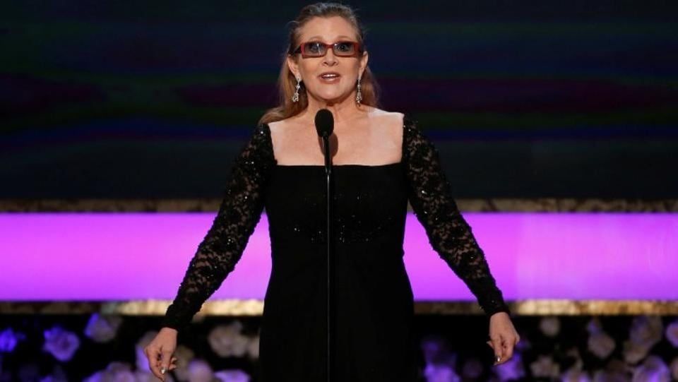 Actress Carrie Fisher introduces her mother, actress Debbie Reynolds, as the recipient of the Life Achievement Award at the 21st annual Screen Actors Guild Awards in Los Angeles, California. (Mario Anzuoni/Reuters File Photo)